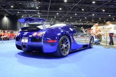Bugatti sportscar的Veyron在梦想大道在迪拜汽车展示会的2017年 库存图片
