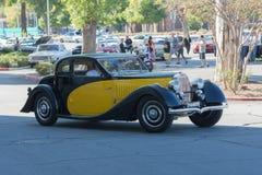 Bugatti typ 46 på skärm på skärm Fotografering för Bildbyråer