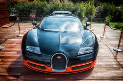 Bugatti Veyron στην επίδειξη στο Πόρτο Cervo στη Σαρδηνία Το Bugatti είναι ένα γαλλικό αυτοκίνητο μΑ στοκ φωτογραφία με δικαίωμα ελεύθερης χρήσης