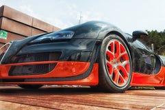 Bugatti Veyron στην επίδειξη στο Πόρτο Cervo στη Σαρδηνία Το Bugatti είναι ένα γαλλικό αυτοκίνητο μΑ στοκ εικόνα