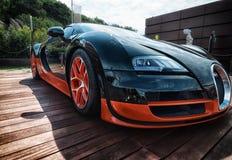 Bugatti Veyron στην επίδειξη στο Πόρτο Cervo στη Σαρδηνία Το Bugatti είναι ένα γαλλικό αυτοκίνητο μΑ στοκ φωτογραφία
