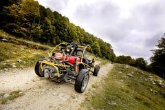buggy 4wd para o tiro off-road extremo na montanha Imagens de Stock Royalty Free