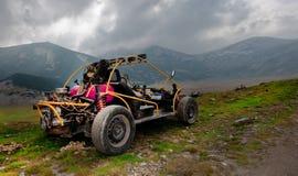 buggy 4wd per il colpo fuori strada estremo sulla montagna Fotografia Stock