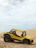 Buggy da praia em dunas de areia Fotografia de Stock