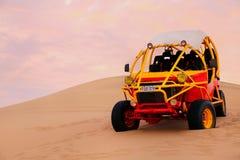 Buggy des sables dans un désert près de Huacachina, Pérou Photo stock