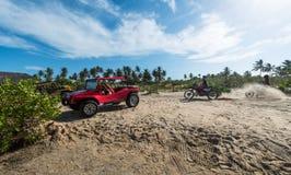 Buggy und moto im Nationalpark Wüste Jericoacoara lizenzfreie stockfotos