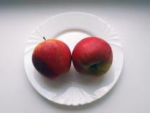 Bugia delle mele su un piatto Immagini Stock Libere da Diritti