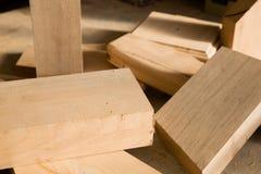 Bugia di legno delle disposizioni su un banco da lavoro Immagini Stock Libere da Diritti