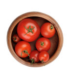 Bugia matura succosa rossa di frutti del pomodoro in una ciotola di legno Immagine Stock Libera da Diritti