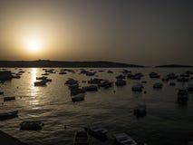 Bugibba, baía do St Paul's, por do sol de Malta fotos de stock