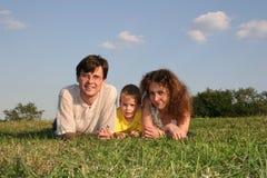 Bugie della famiglia fotografia stock