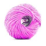 Bugna tradizionale rosa, palla del filato cucirino isolata su fondo bianco Fotografie Stock Libere da Diritti