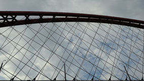 Bugrinsky桥梁在天空的新西伯利亚与云彩backround 免版税图库摄影