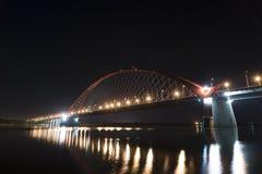 Bugrinsky most przy nocą zdjęcie royalty free