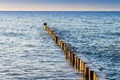 Buhnen и волны на Балтийском море Стоковое Изображение