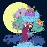 Buhos en árbol. Ilustración divertida de la historieta. Imagen de archivo libre de regalías