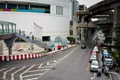 Bui улицы скорости автомобиля взгляда Таиланда цвета перехода движения игрушки переноса дороги города майны Бангкока шины viewasi Стоковое фото RF