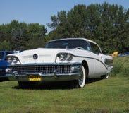 Buick blanco clásico restaurado Fotos de archivo