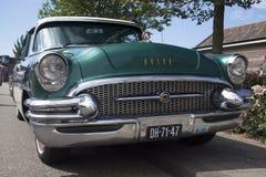 Buick Roadmaster葡萄酒老朋友汽车在一个晴天 免版税图库摄影