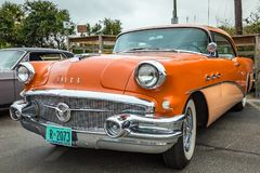 Buick sakkunnigkupé 1956 arkivbild