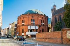 Buiding de Wladyslaw Dziewulski Planetarium na cidade velha de Torun fotos de stock