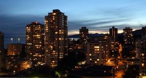 温哥华高公寓Buidings在黎明 免版税库存照片