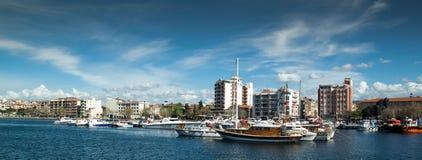 Buidings och fartyg på den Canakkale kusten Royaltyfria Bilder