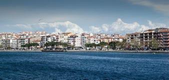 Buidings och sjösida i Turkiet Royaltyfria Foton