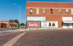 Buidlings和离开的街道场面可口可乐签到小拖曳 库存照片