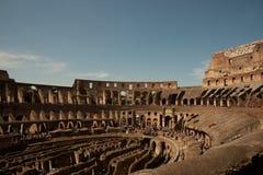 Buigende binnenlandse muren van Colosseum. Stock Afbeeldingen