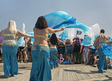 Buikdansen bij Meerminparade stock fotografie