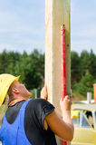 Builder ensuring that a beam is vertical Royalty Free Stock Photography