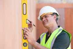 Builder Measuring With Spirit Level Royalty Free Stock Photography