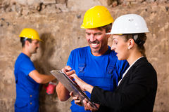 Builder and supervisor on construction site Royalty Free Stock Images