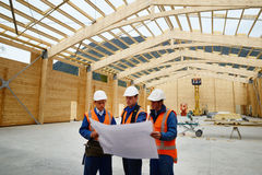 Builders study the plan Royalty Free Stock Photography