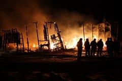 Buildig που καίει ολοσχερώς Στοκ εικόνα με δικαίωμα ελεύθερης χρήσης