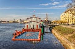 Buildind di servizio di salvataggio all'argine di Kronverkskaya Fotografie Stock Libere da Diritti
