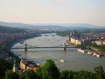 Buildingฺ och den Danube River landskapsikten i Budapest, Ungern Royaltyfria Bilder