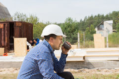Building contractor taking a coffee break Royalty Free Stock Images