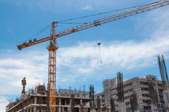 Building and crane Royalty Free Stock Photos