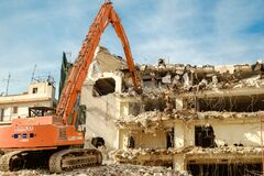 Free Building Demolition With Hydraulic Excavator Royalty Free Stock Images - 180678459