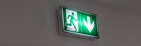 building emergency exit glowing green sign στοκ φωτογραφίες