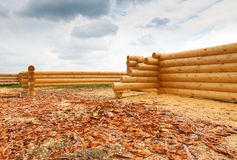 Building a house from wooden logs Royalty Free Stock Photos