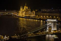 Building of the Hungarian Parliament and the Széchenyi Chain Bridge in Budapest stock photography