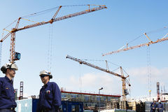 Building workers, cranes and scaffolding Royalty Free Stock Photos