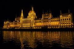 Buildingparliament illuminato Budapest alla notte Immagine Stock Libera da Diritti
