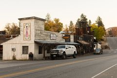 Buildings with the aesthetics of the old American West in Winthrop at sunset, North Cascades. stock image