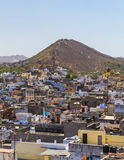 Buildings and Machla Hills in Udaipur Stock Photography