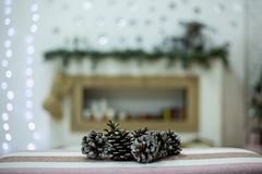 Builen op een Kerstmisachtergrond royalty-vrije stock afbeeldingen