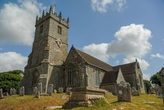 Builidng et cimetière d'église dans Kent R-U image libre de droits
